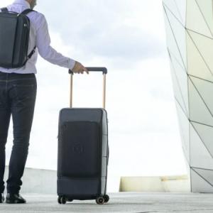 指紋認証で解錠できるスーツケース「KABUTO」はデバイス充電ポケット着脱も!