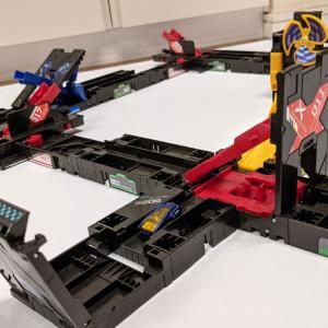 立体移動や180°転回で高度なコース設計が可能に セガトイズの連続高速変形アクションホビー「チェインレンサー」に追加ユニットとスターターセット発売へ