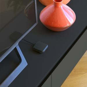 テレビ台に置きやすいブラックカラーで赤外線飛距離が1.5倍に スマートリモコン「Nature Remo mini 2 Premium」が7月7日に発売へ
