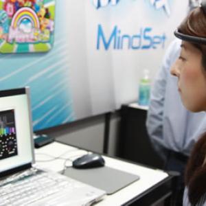 【東京ゲームショウ】脳波でゲームを操作するヘッドセット『MindSet』は10月発売