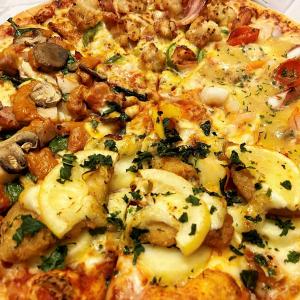 暑くて自炊したくない日はドミノ・ピザ「デリバリーLを買うとM無料!」が大活躍 新メニュー「夏のよくばりクワトロ」販売中