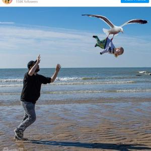 「子どもたちは大丈夫?」と心配するママに、パパが送ったイタズラ写真 「写真だけじゃなくてキャプションも面白い」「こういうお父さん最高」