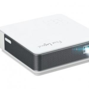 重さ440gで縦動画のフルスクリーン表示にも対応するモバイルプロジェクター AOPENからFire Legend「PV12」が7月21日発売へ