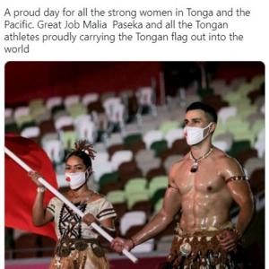トンガのピタ・タウファトファ選手がまたしても注目を集める 「開会式のヒーロー」「オイルを塗らせてくれないかしら」