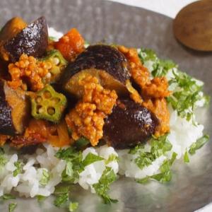 夏野菜のキーマカレーレシピ!なすやオクラのトロっと食感が美味