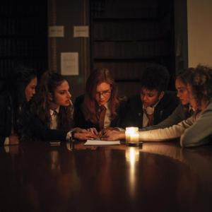 『サプライズ』脚本家が手掛けたホラーサスペンス『降霊会 ー血塗られた女子寮ー』 「のむコレ'21」にて上映[ホラー通信]