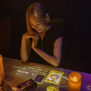 テクノロジーアートと占いの融合『NAKED URANAI』神秘的で非日常な空間で自分を知る