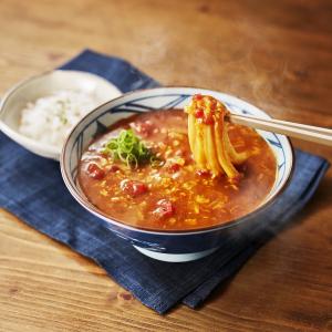 「クセになる美味しさ」「ウマい。お米にも合う」とTOKIOのメンバーも絶賛! 松岡昌宏が共同開発、丸亀製麺『トマたまカレーうどん』