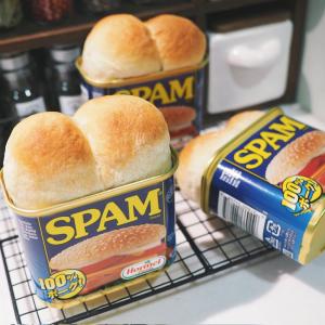 「スパム缶でミニ食パンを焼いてみた」世界一かわいくできた食パンがTwitterで話題に