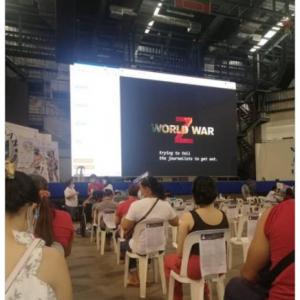 フィリピンのワクチン接種会場で上映された映画がこちらです 「明日は『コンテイジョン』でしょ」「次は『バイオハザード』」