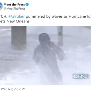 ハリケーン中継を担当した高齢の天気予報士を心配する視聴者 「ハリケーンのライブ中継とかやらなくていいんだよ」「この状況は危険すぎる」