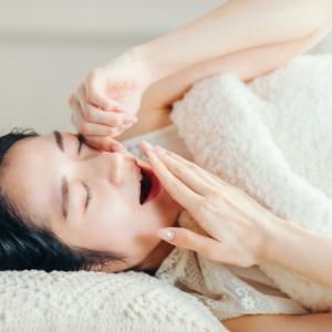 翌朝にひびく…睡眠の質を下げる夜の習慣とは?