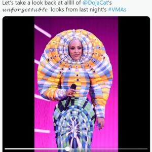 MTV Video Music Awardsで司会を務めたドージャ・キャットの衣装が話題 「エヴァンゲリオンの使徒かと思った」「パワーレンジャーの悪役かな?」