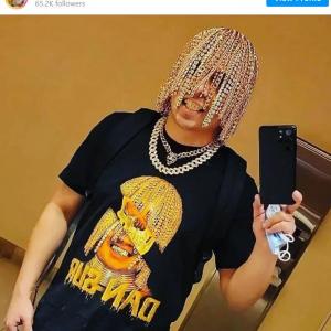 ドレッドヘアならぬゴールドチェーンヘアで話題のメキシカンラッパー 「滅茶苦茶高価な照明器具にしか見えない」「有名になりたくて必死なんだよ」