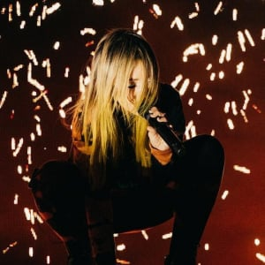 【動画アリ】Alison Wonderland(アリソン・ワンダーランド)、コロラド州「レッド・ロックス」にて2日間に渡って開催されたソールドアウト公演にて多数のID曲を披露!