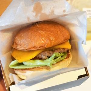 フレッシュネスバーガーのテイクアウト専門店「Cheeseness Burger ToGo」オープン直前レポート