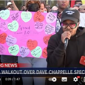 Netflixのコメディ番組『デイヴ・シャペルのこれでお開き』に抗議する同社社員がストライキを実施 「コメディアンにとっては何でも笑いの対象になるんだよ」「観てない人があれこれ言うべきではない」