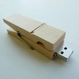 ナチュラルな感触を楽しむ洗濯バサミ型USBメモリー『USBPEG』