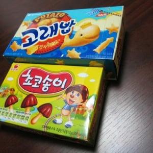 韓国のマーケットで買った『きのこの山』と『おっとっと』の類似品お菓子! 現地の人は類似品と知らない人がほとんど
