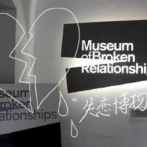 阿蘇山?利根川?東京湾?いいえ、因縁の品はクロアチアへ。「失恋博物館」