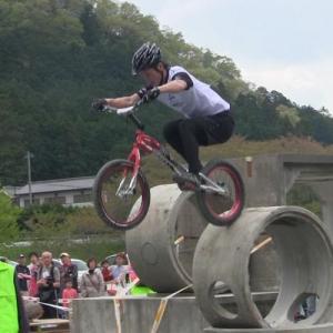 分かりやすくて観戦者も楽しいスポーツ! 自転車トライアル
