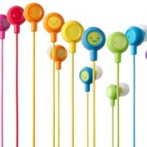音楽プレーヤーに合わせて選べる12色のカナルタイプヘッドホン