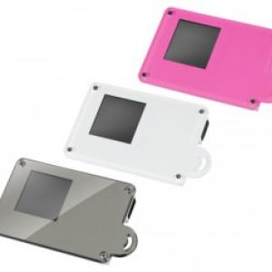 1.44型カラー液晶搭載、カードみたいなデジタルフォトフレーム