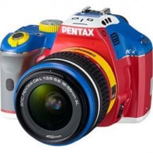 デジタル一眼レフカメラ『PENTAX K-x コレジャナイロボモデル』100セット限定発売へ