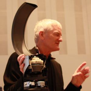 ダイソン創設者が生プレゼン!「羽根の無い扇風機」こと『ダイソン エアマルチプライアー』