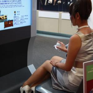 """【東京モーターショー2009】ゲーマーはここを目指せ!""""体感シミュレータ""""ブースガイド"""