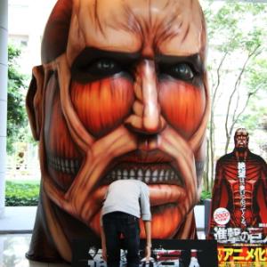 【写真記事】 実物大「進撃の巨人」に喰われる人が続出