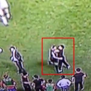 サッカー韓国vsイラン戦でイランが勝利 韓国のベンチ選手が勝利に喜ぶイラン選手を殴る(動画あり)