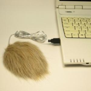 マウスが毛だらけ!? 全面フェイクファーに包まれたマウス『マウ助』