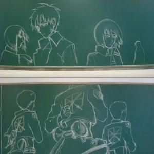 黒板にチョーク手描きで『進撃の巨人』オープニングを再現 作ったのは中国の高校生!?(動画)