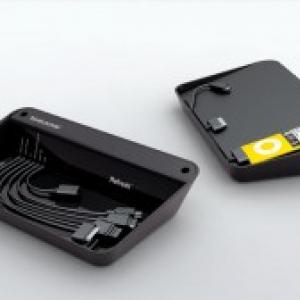 あらゆる携帯デバイスをまとめてすっきり充電できるトレー『Refresh』
