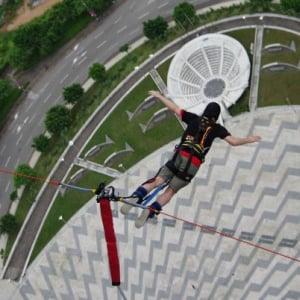 233メートルの高さのマカオタワーからバンジージャンプしてやった!