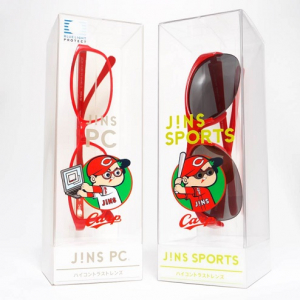 PCを構えるカープ坊や! 広島東洋カープ×JINSのコラボメガネ&サングラスが広島限定で合計2000個販売へ