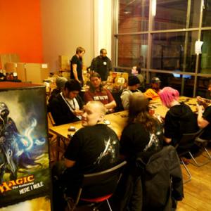 世界最大のゲームショウDreamHackはテレビゲームだけじゃない! カードゲームで集え!