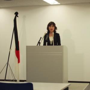 会見が終わると廊下にダッシュ!稲田大臣会見で見た靖国問題が作られる現場