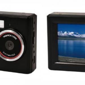 顔検出機能もついて低価格のデジカメ『YASHICA EZ Digital F531』
