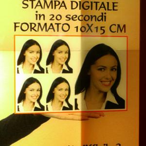 イタリアの証明写真ボックスで撮影した証明写真は日本で使えない