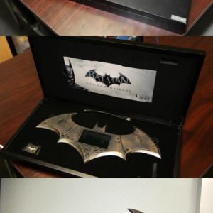 ワーナーが『バットマン アーカム・ビギンズ』のものすごいUSBメモリを送ってきた! これは熱すぎる