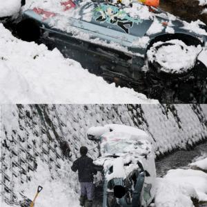 初音ミクの絵が描かれた痛車が交通事故! 『コミケ』帰りに川に転落し横転!