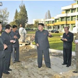 北朝鮮メディアが将軍様の視察をコラっぽい写真とともに伝える