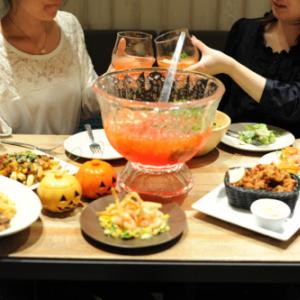 ハロウィン女子会はコレに決まり! 『EAT(イーエーティー)渋谷ヒカリエ』カリフォルニア流「フレッシュ・モヒートパンチ」がボウルで飲み放題