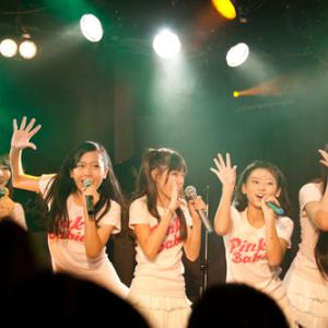 ピンク・レディーブームの再来なるか!? ピンク・ベイビーズ初のプレデビュー単独ライブレポート