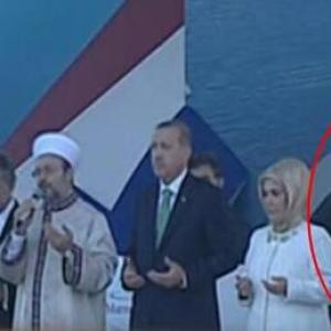 海底トンネル開通式を見たトルコ人「敬虔な神道信者である安倍首相がイスラム式のお祈りをしている!」