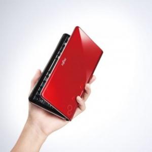 重さ495g! 富士通、超軽量のポケットサイズPC『LOOX Uシリーズ』など春モデル発表