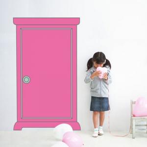 壁に「どこでもドア」が出現!? あなたのお部屋もドラえもんワールドに早変わり!