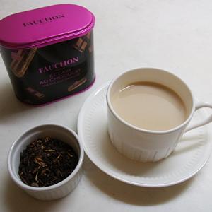 【お家カフェ】ウーロン茶にミルクをいれたらベストマッチ!? 『フォション』のフレーバーティー「エクレール・オ・ショコラ」を飲んでみた